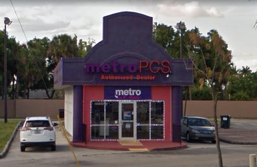 Metro PCS, Palm Beach Boulevard.