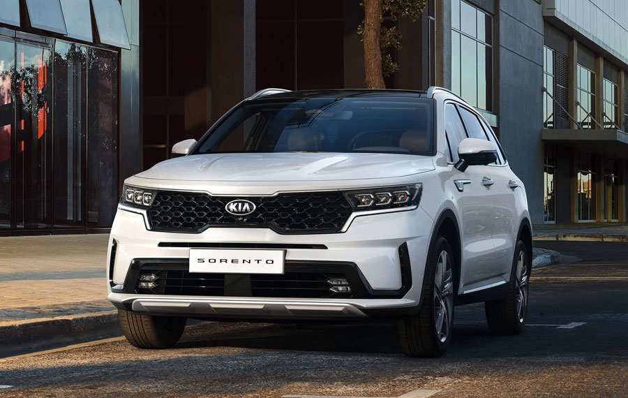 The all-new Kia Sorento redefines the successful design of previous generations of the SUV, while incorporating elegant and sophisticated new styling elements, with sharper lines, high-tech details and elongated exterior proportions.