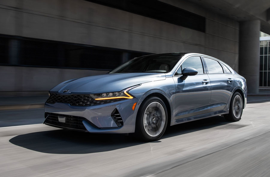 All-new K5 Praised for Delivering Sport, Safety and Luxury at an Exceptional Value. Completely reimagined mid-size sedan captures attention of savvy CarBuzz editors. K5's affordable starting price and emotional design startles the industry.
