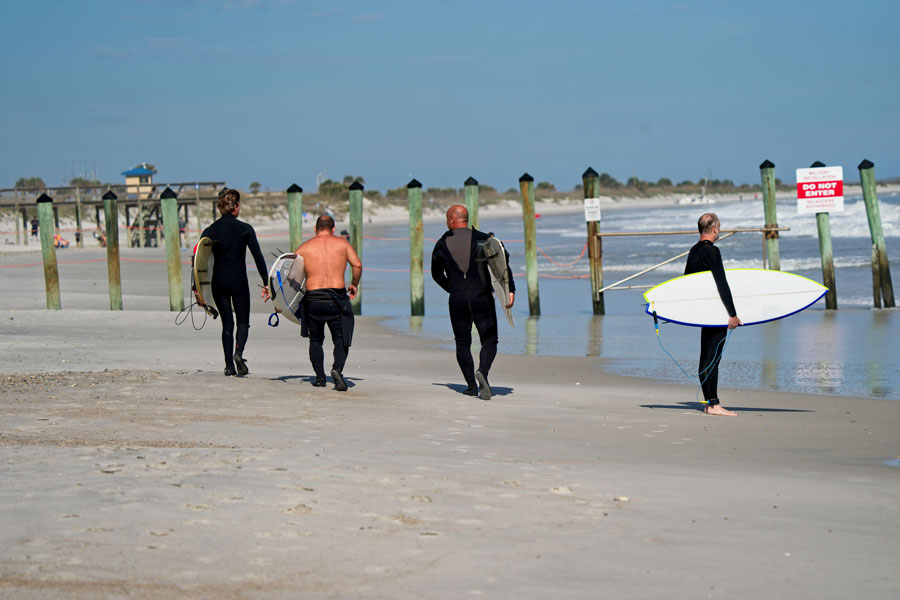 Surfers walking north at the poles in Hanna Park Hanna Park, one of the finest beaches for surfing in Northeast Florida. Surf the Poles, fish the sandbars, or do some camping.