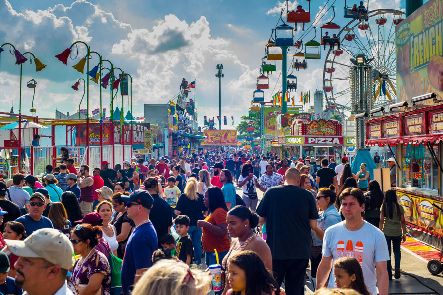 Crowded lane of the last day of the South Florida Fair on Southern Boulevard at the eastern edge of Wellington Village and the beginning of West Palm Beach, Florida. February 3rd, 2019. Editorial credit: Photo Intoto / Shutterstock.com.