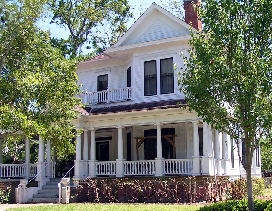 Victorian House, Alachua, Florida. Photo credit ShutterStock.com, licensed.