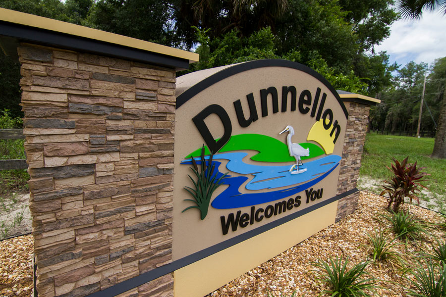 A welcome to Dunnellon sign, Dunnellon, Florida on June 14, 2019. Photo credit: Paulo Almeida Photography / Shutterstock.com, licensed.