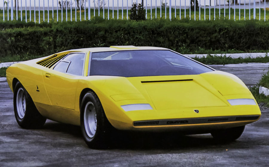 . The decision to unveil the Countach LP 500 in Carrozzeria Bertone's space was motivated by the fact that Lamborghini's stand featured the latest arrival of the House of the Raging Bull: the Miura SV, perfected after five years of production.