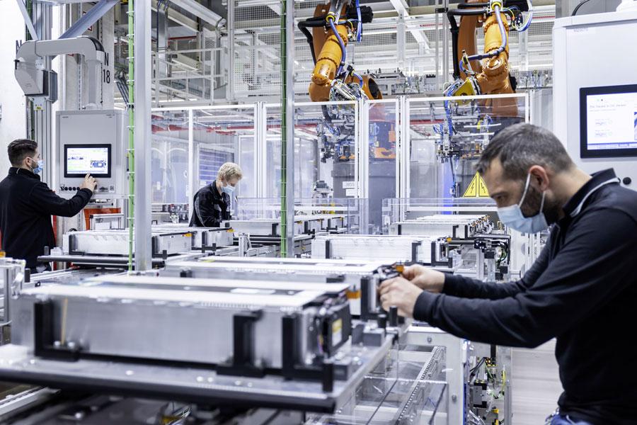 Battery production at the Mercedes-Benz Untertürkheim site – Hedelfingen part of the plant.