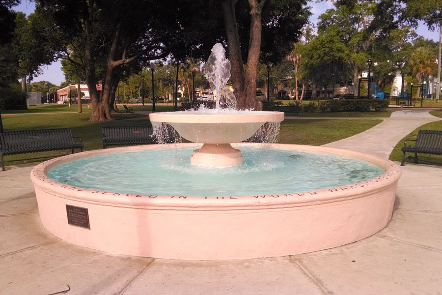 World Wars Memorial Fountain in Central Park at Intersection of Park Avenue and Welbourne Avenue in Downtown Winter Park, Florida. Photo credit ShutterStock.com, licensed.
