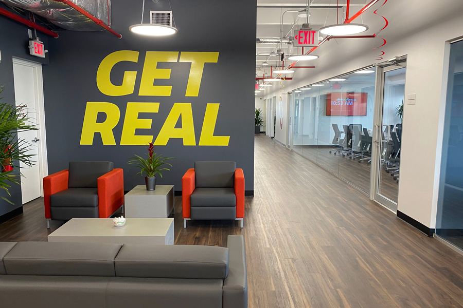 The new location was a strategic relocation for the brand amid its 15th year anniversary, prompted by Retro Fitness' continued national growth and expansion. Photo credit: 5W Public Relations; SOURCE Retro Fitness.