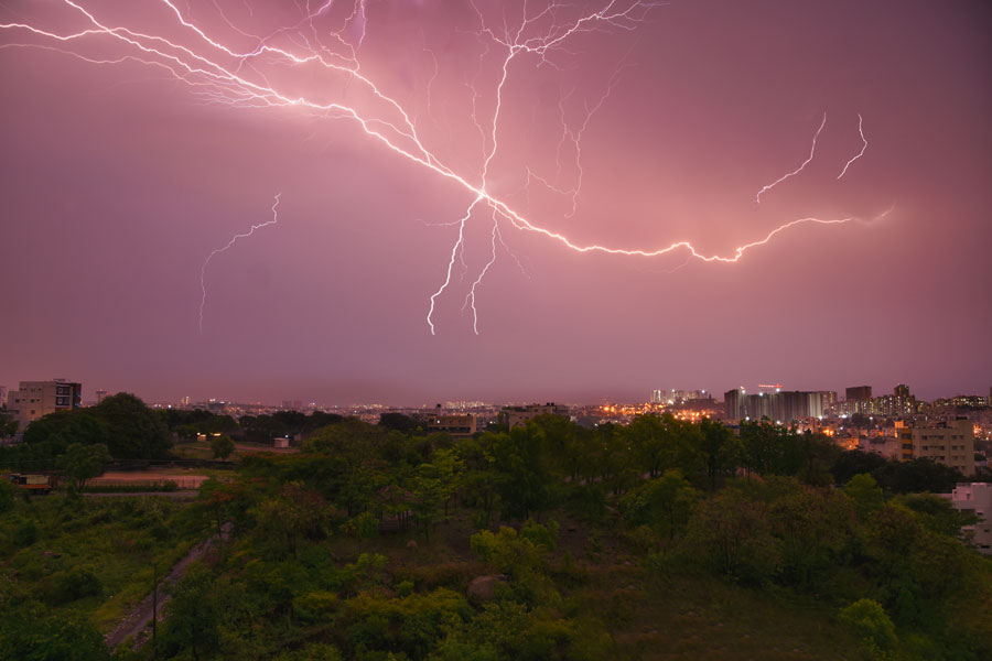 18 Tourists in India Instantly Killed by Bolt of Lightning While Taking Selfies on Tower