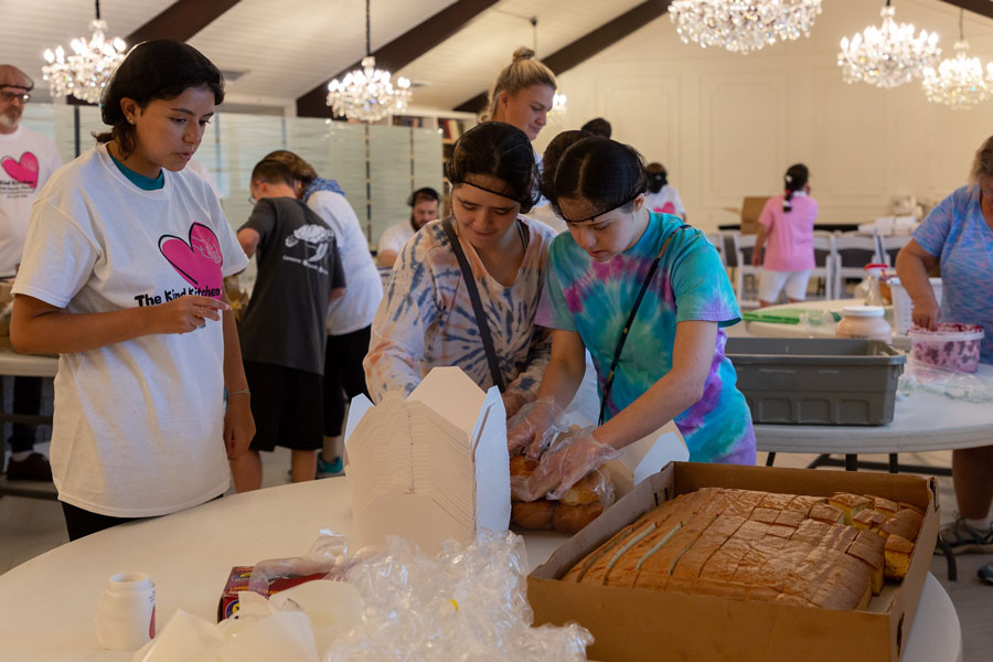 In the start of a stunning three-week series, The Kind Kitchen invited adults with special needs to the Jewish Community Synagogue to participate in their weekly meal distribution.